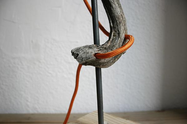 Detalle del cable entelado realizado en la lámpara orgánica, diseñada por By Cousiñas.